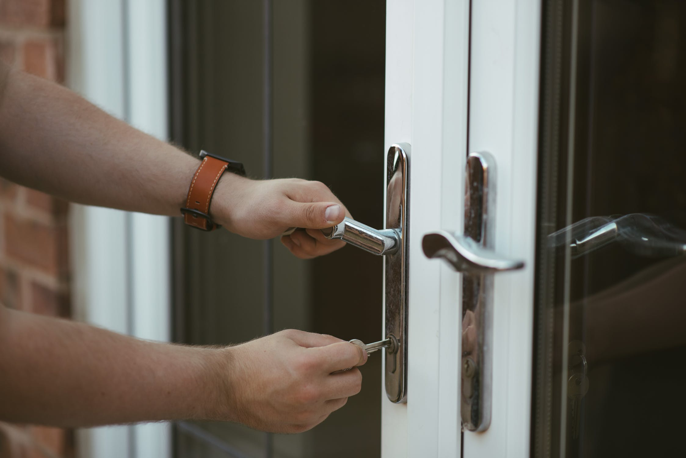 Police alert against rogue doorstep traders